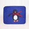 Bildet viser en stor tovet sittepute i ull i mørkeblått med pingvinmotiv.