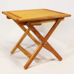 Sammenleggbart oljet bord i furu.