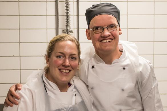 Kokk og arbeidstaker i Personalkantinen.